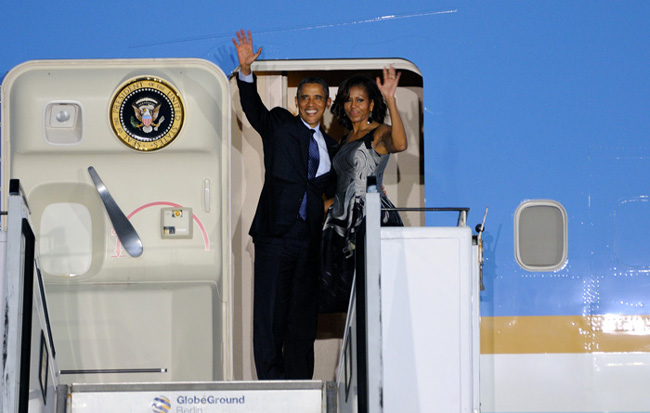 Barack and Michelle Mbama leaving Berlin - © Emilio Esbardo
