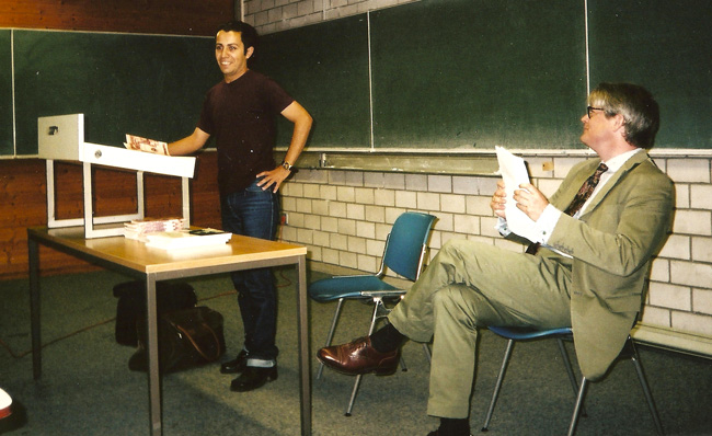 Emilio Esbardo at his lecture at the University of Köln (Germany)